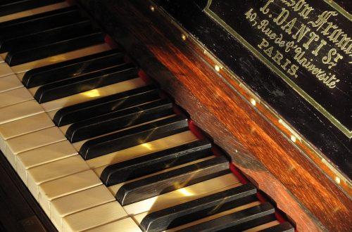 stary fortepian